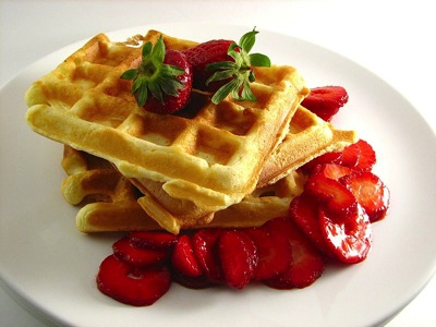 800px Waffles with Strawberries